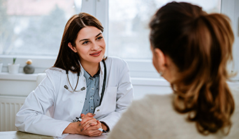 Doctor meeting with woman.